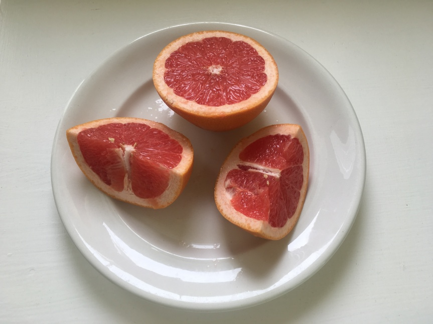 The Health Benefits of Grapefruit + Heart Healthy Wake-Up Juice Recipe
